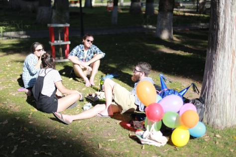Our park picnic in Parque Bolivar (note the handmade pinata in the bottom right). Image via Mon and Anton.